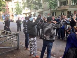 4 Tage mussten wir warten, bis Refugees sich an der #Ohlauer gegenüber der Presse äußern dürfen. Großes Interesse!