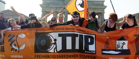 Zombie_Walk_TTIP_CC-BY-NC-SA_Charlie_Rutz