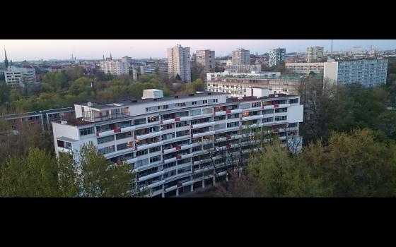 Wohnhaus im Hansaviertel von einem der Hochhäuser aus fotografiert